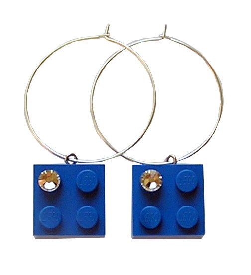 Dark Blue LEGO® brick 2x2 with a 'Diamond' color SWAROVSKI® crystal on a Silver plated hoop​
