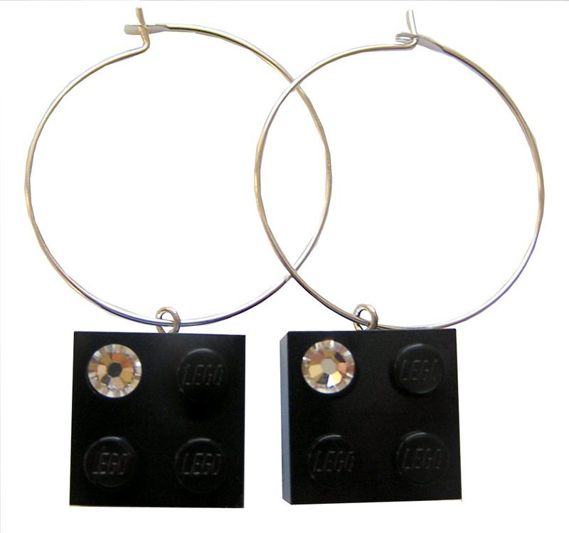 Black LEGO® brick 2x2 with a 'Diamond' color SWAROVSKI® crystal on a Silver plated hoop