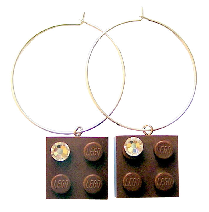 Brown LEGO® brick 2x2 with a 'Diamond' color SWAROVSKI® crystal on a Silver plated hoop