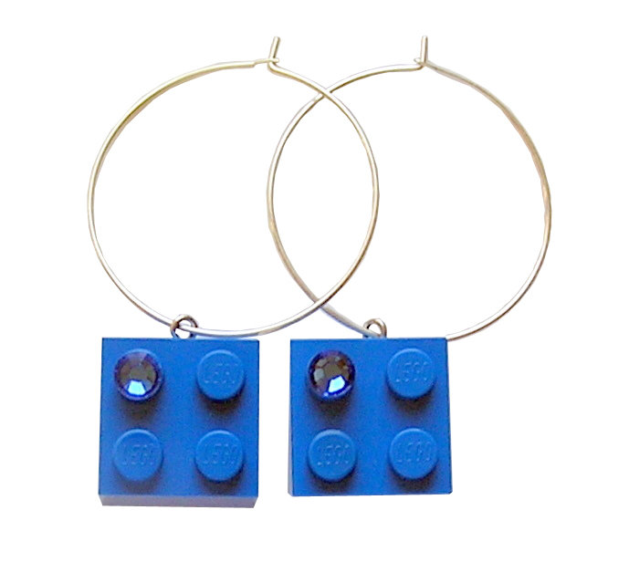 ​Dark Blue LEGO® brick 2x2 with a Blue SWAROVSKI® crystal on a Silver plated hoop