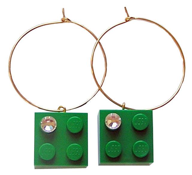 Dark Green LEGO® brick 2x2 with a 'Diamond' color SWAROVSKI® crystal on a Gold plated hoop