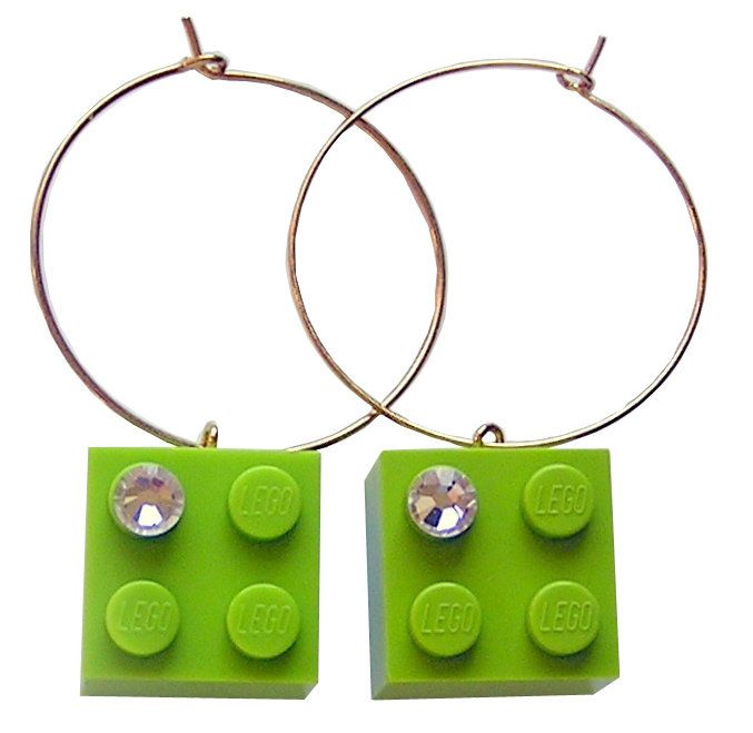 ​Light Green LEGO® brick 2x2 with a 'Diamond' color SWAROVSKI® crystal on a Gold plated hoop
