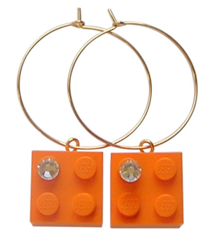 ​Orange LEGO® brick 2x2 with a 'Diamond' color SWAROVSKI® crystal on a Gold plated hoop
