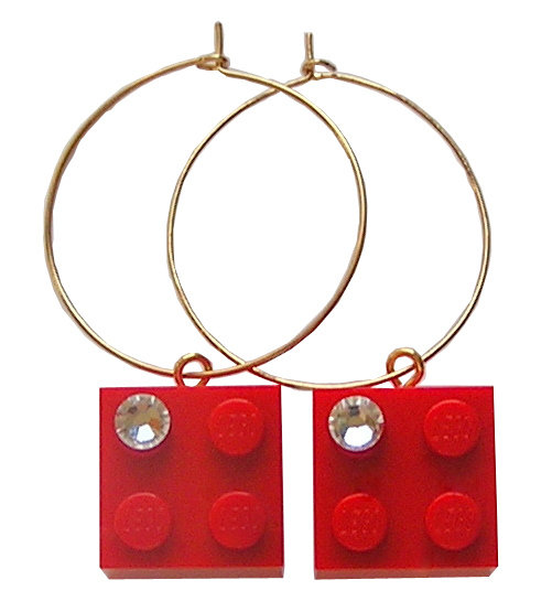 Red LEGO® brick 2x2 with a 'Diamond' color SWAROVSKI® crystal on a Gold plated hoop