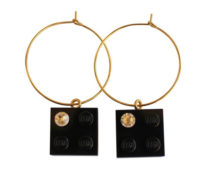 Black LEGO® brick 2x2 with a 'Diamond' color SWAROVSKI® crystal on a Gold plated hoop