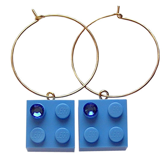 ​Light Blue LEGO® brick 2x2 with a Blue SWAROVSKI® crystal on a Gold plated hoop