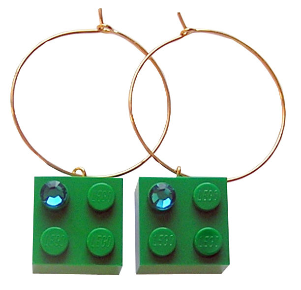 ​Dark Green LEGO® brick 2x2 with a Green SWAROVSKI® crystal on a Gold plated hoop