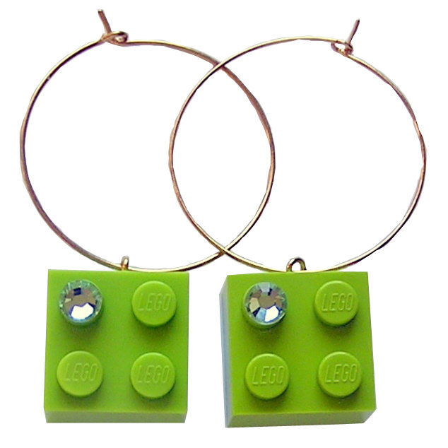 ​Light Green LEGO® brick 2x2 with a Green SWAROVSKI® crystal on a Gold plated hoop