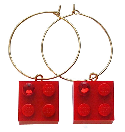 Red LEGO® brick 2x2 with a Red SWAROVSKI® crystal on a Gold plated hoop