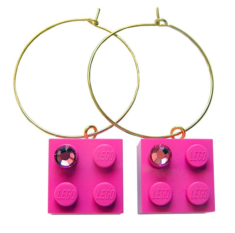 Dark Pink LEGO® brick 2x2 with a Pink SWAROVSKI® crystal on a Gold plated hoop