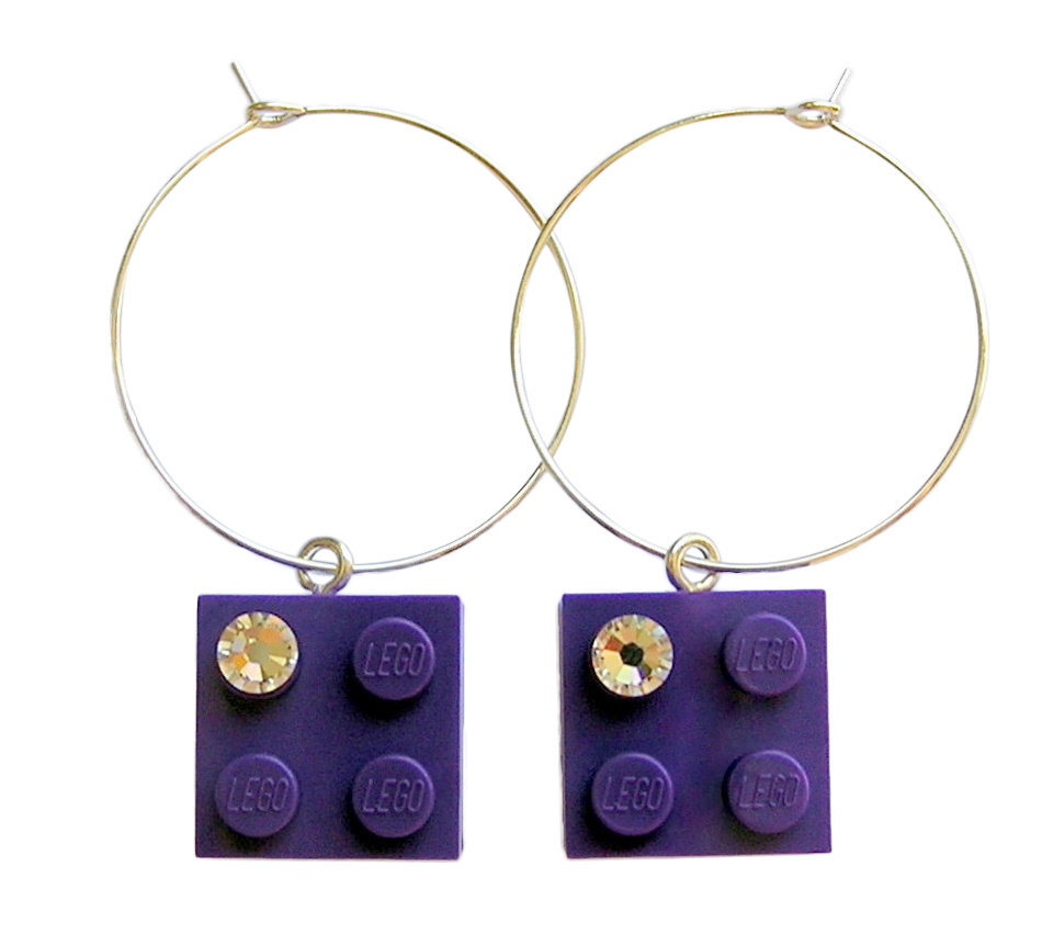 Purple LEGO® brick 2x2 with a 'Diamond' color SWAROVSKI® crystal on a Silver plated hoop​