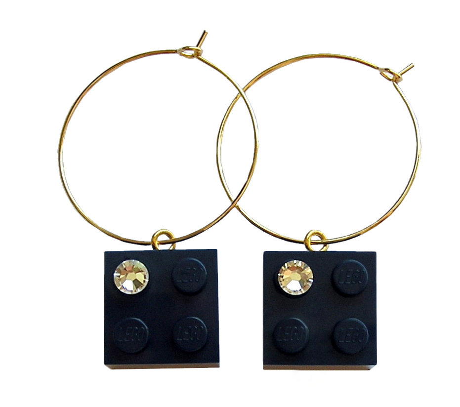 Navy Blue LEGO® brick 2x2 with a 'Diamond' color SWAROVSKI® crystal on a Gold plated hoop