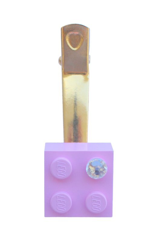 Light Pink LEGO® brick 2x2 with a 'Diamond' color SWAROVSKI® crystal on a Gold plated hair clip (one piece)