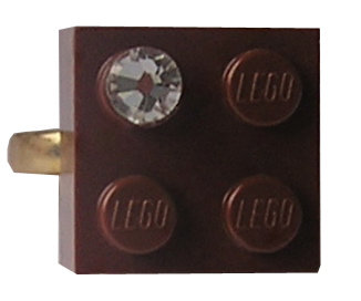 Brown LEGO® brick 2x2 with a 'Diamond' color SWAROVSKI® crystal on a Gold plated adjustable ring finding