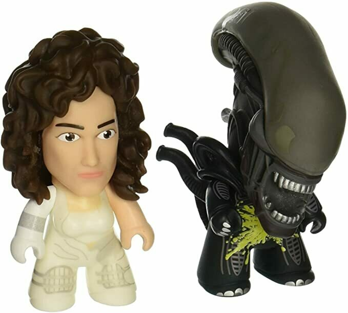 Entertainment Earth Alien Titans Ripley and Xenomorph 3-Inch Mini-Figure 2-Pack