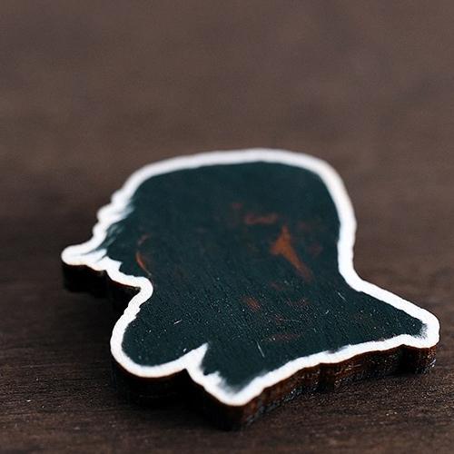 """Деревянный значок """"Мизантропия"""" + подарочная упаковка"""