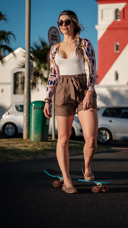 Nadine Shorts Dark Taupe