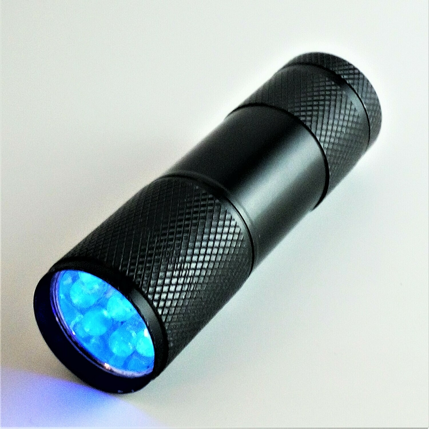 Mini lampe Torche 9 LED UV - 395 ~ 405 nm en aluminium (3 piles AAA)