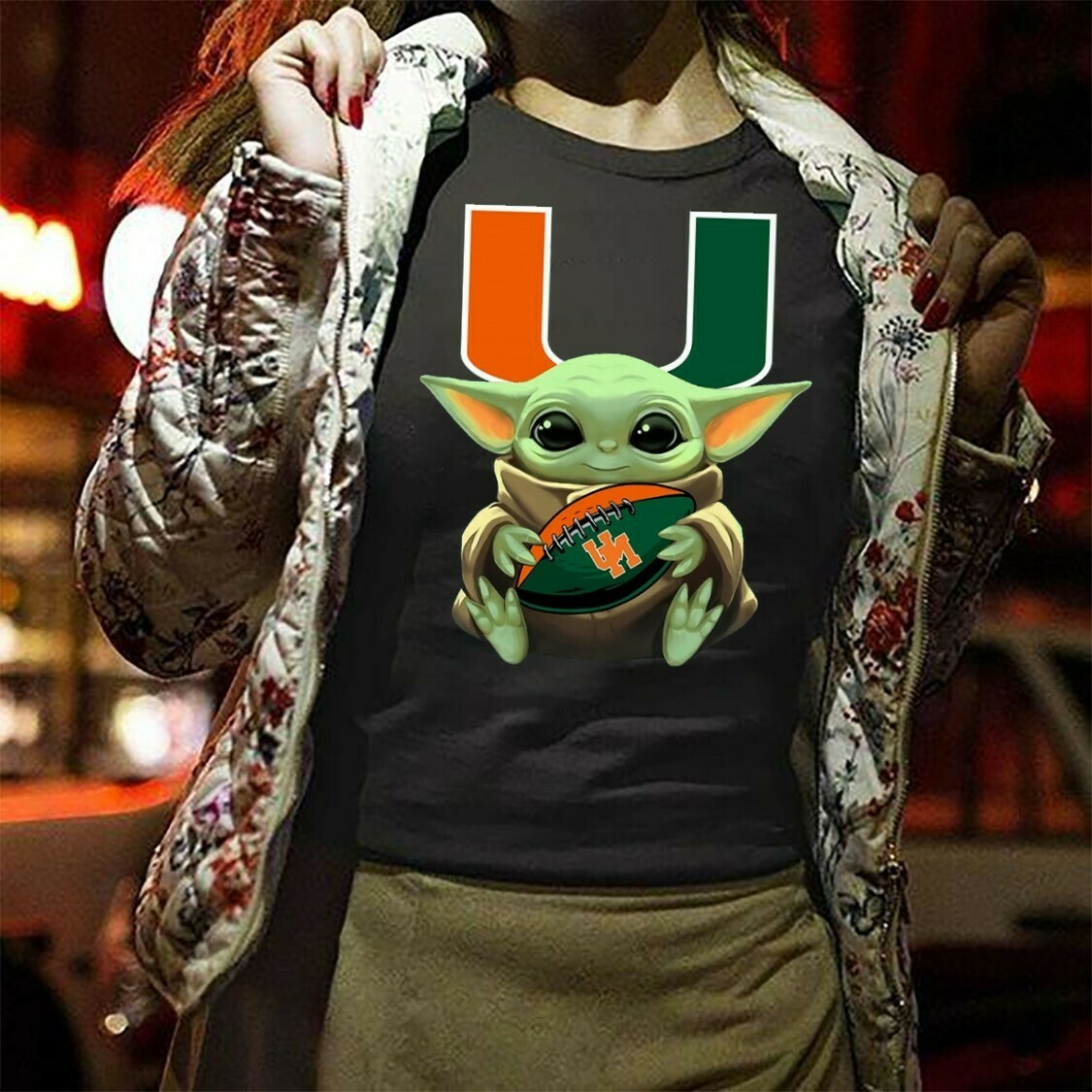 Baby Yoda hugging UM basketball Baby Niners Star Wars The Mandalorian The Child First Memories Floating NFL Football Team Tee T-Shirt Long Sleeve Sweatshirt Hoodie Jolly Family Gifts