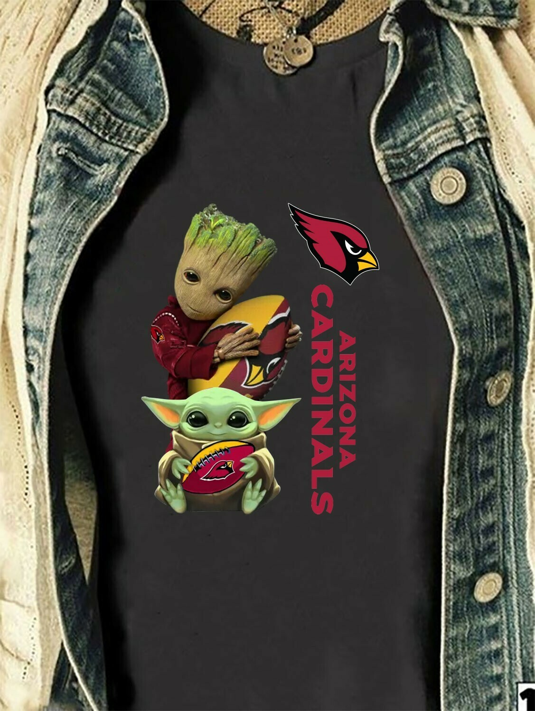 Baby Yoda And Groot Hug Arizona Cardinals NFL,Star Wars The Mandalorian The Child Cartoon Poses NFL Football Team Fan  T-Shirt Hoodie Sweatshirt Sweater Tee Kids Youth Gifts Jolly Family Gifts