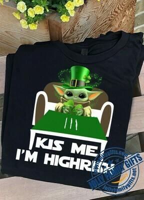 Baby Yoda Hug Shamrock Kiss me I'm Highrish St. Patrick's Day Irish The Mandalorian with death Star Wars Movie s Unisex T-Shirt Hoodie Sweatshirt Sweater Plus Size for Ladies Women Men Kids Youth