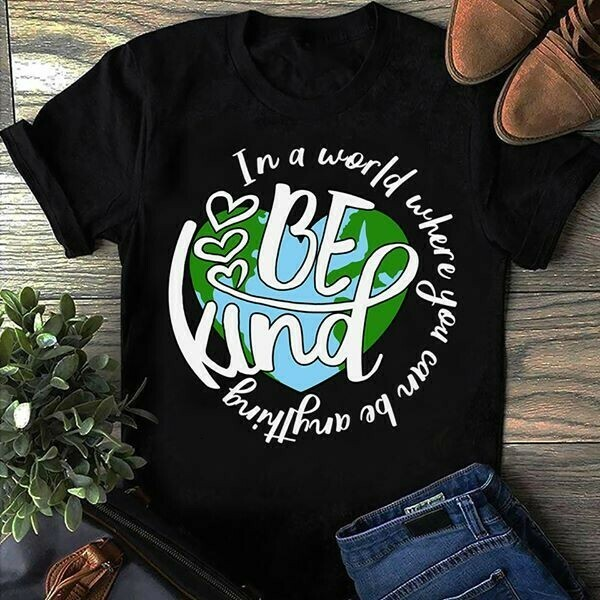 In a world where you can be anything Be Kind for Mom Mommy Dad Mother Father Unisex T-Shirt Hoodie Sweatshirt Sweater Plus Size for Ladies Women Men Kids Youth Gifts Tee Jolly Family Gifts