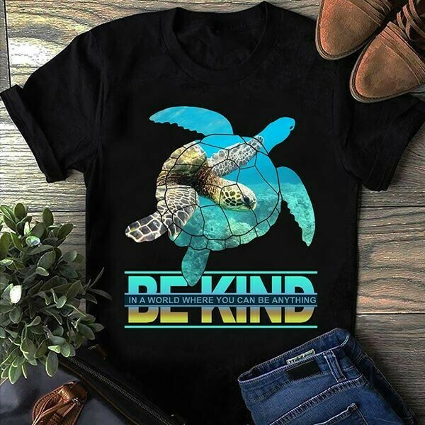 Turtles In a world where you can be anything Be Kind for Mom Mommy Dad Mother Father Unisex T-Shirt Hoodie Sweatshirt Sweater Plus Size for Ladies Women Men Kids Youth Gifts Tee Jolly Family Gifts