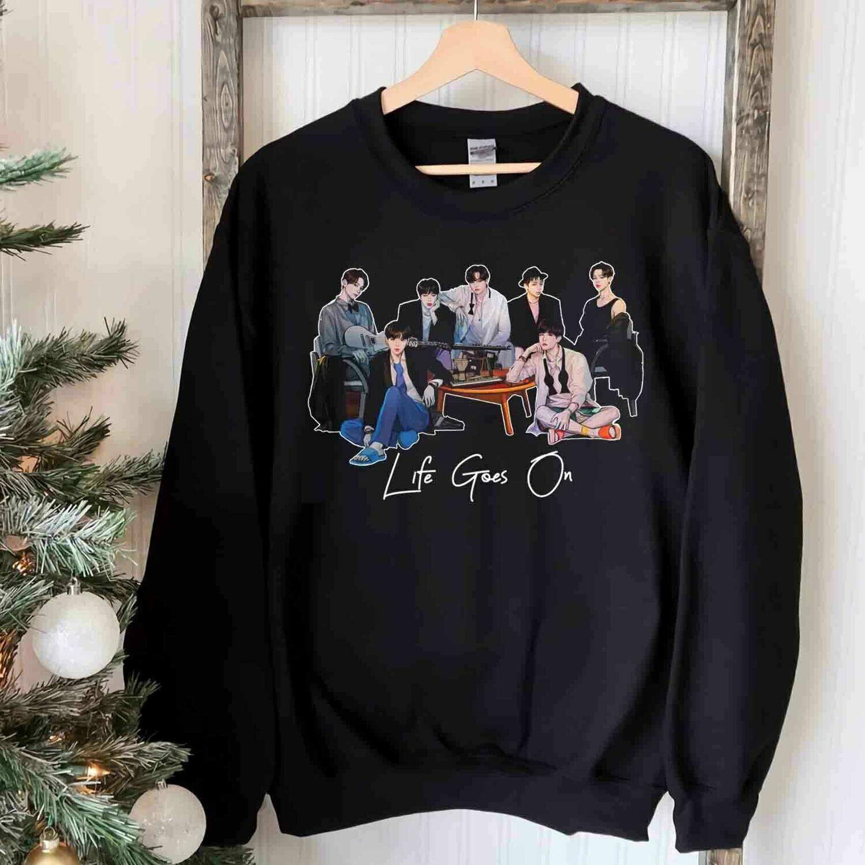 BTS Aesthetic Sweatshirt,BTS Tee,BTS Army Shirt,Kpop Lover Gift,BTS Dynamite,I Heart Awards,Unisex Bangtan Tshirt,Gift for Daughter Trending Unisex Hoodies Sweatshirt Long Sleeve V Neck Kid T Shirt