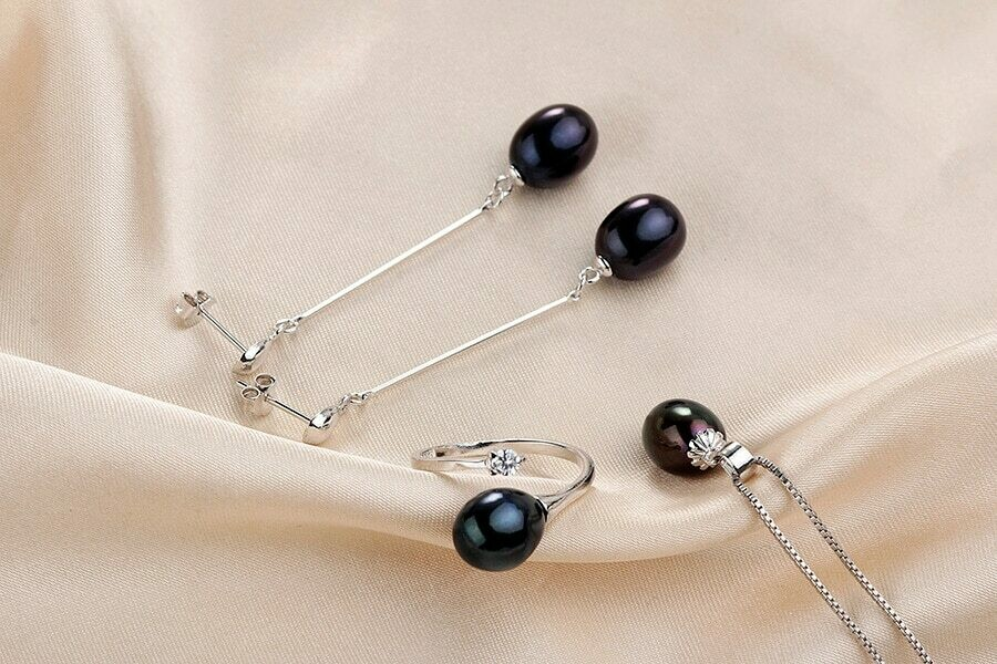 925 STERLING SILVER JEWELRY SET WITH 100 % GENUINE FRESH WATER PEARLS