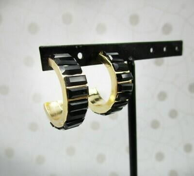 Anneaux sertis de strass en acrylique noir sur métal doré