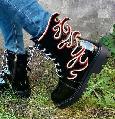 Boots combat shoes vernie avec insert flamme