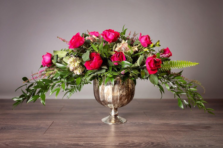 Luxury Dozen Garden Roses