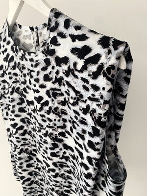 Tuck Shoulder Viscose T - Blue Animal Print
