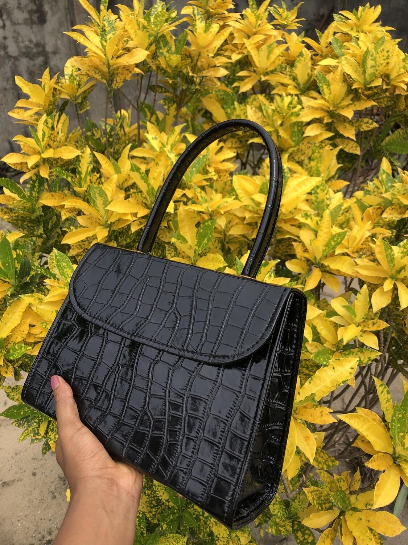 Idara Standard Purse in Black