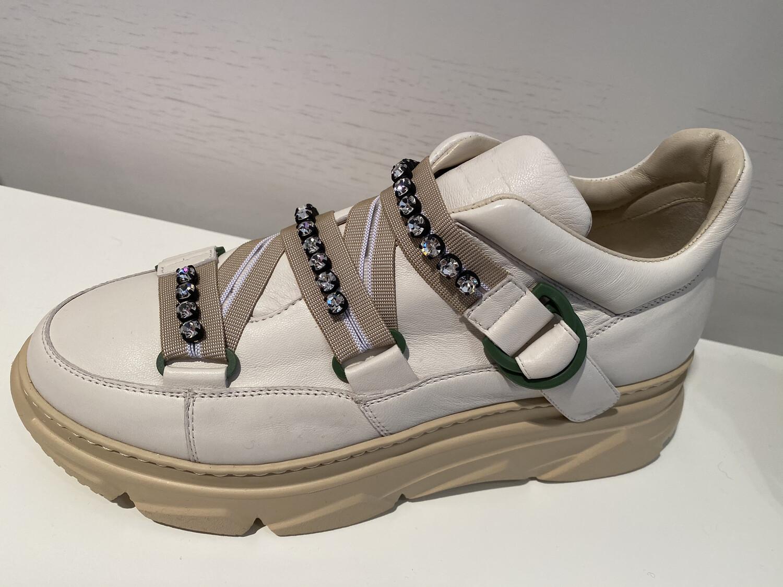 181 / sneaker in beige met steentjes en banden