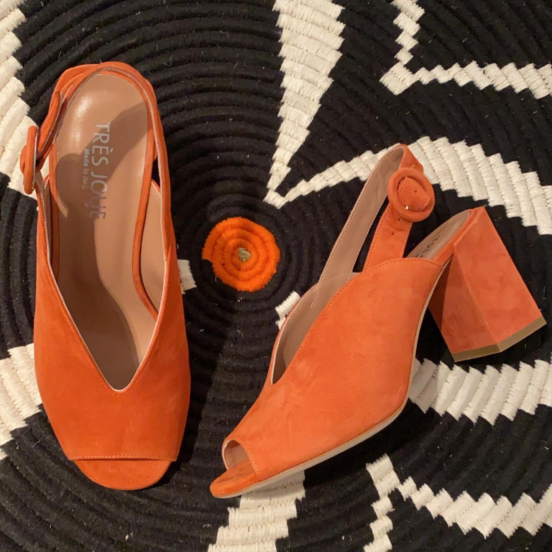 Tres jolie / oranje sandaal in daim