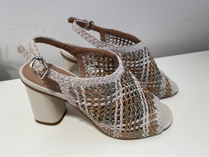 tres jolie / sandaal met gevlochten leder in off white/brons/zilver