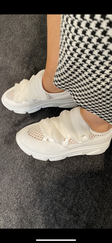 181 / sneaker wit met gaas en linten