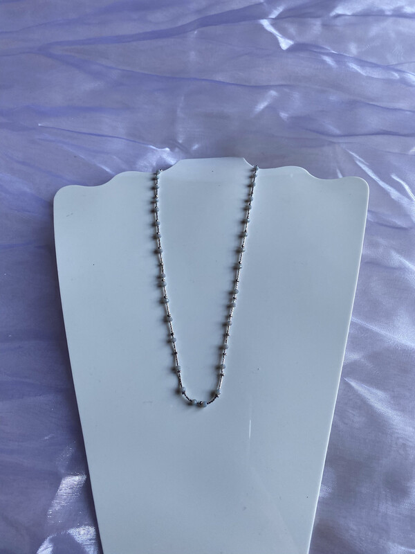 halsketting zilver kort met fijne grijze steentjes