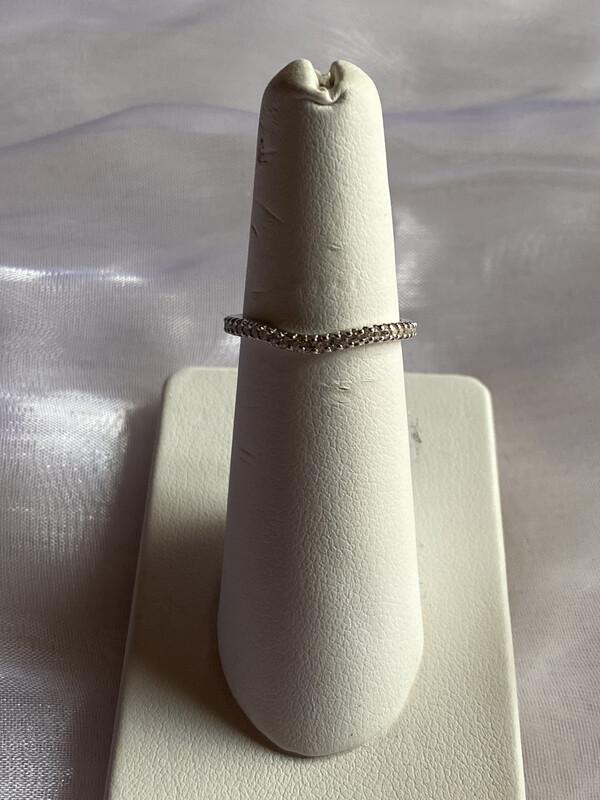 ring zilver onregelmatige vorm met kleine steentjes