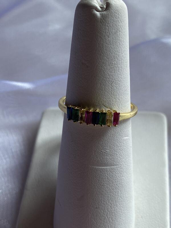 ring met meerdere gekleurde steentjes recht