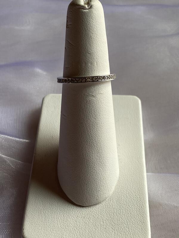 ring zilver met kleine steentjes