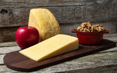 Beehive Cheese Apple Walnut Smoked (6oz Wedge)