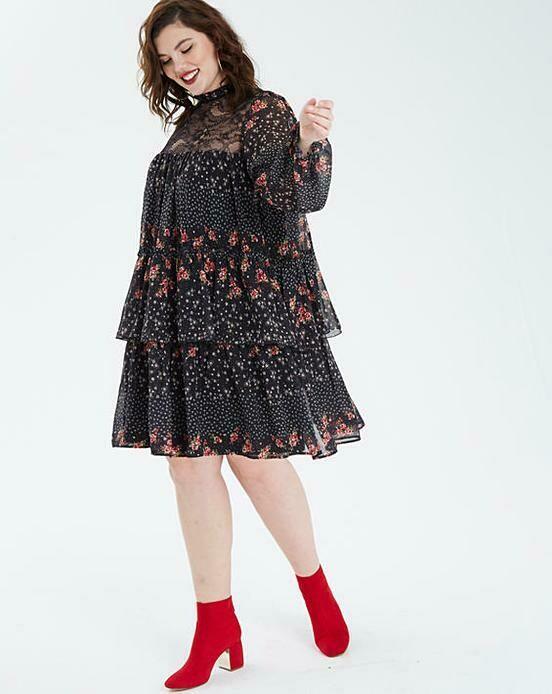 Varpelio stiliaus suknelė