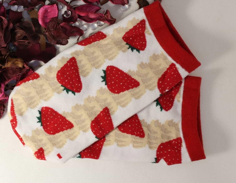 Sneaker Socken mit Erdbeeren. Mhmmmm....yum-yum