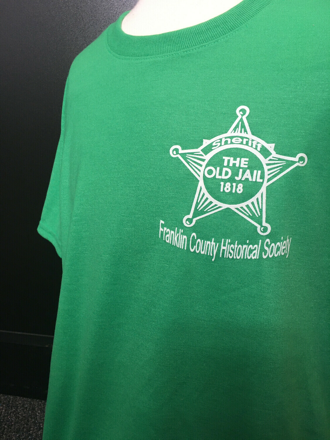 """Tee Shirt """"The Old Jail 1818"""" Green (M)"""