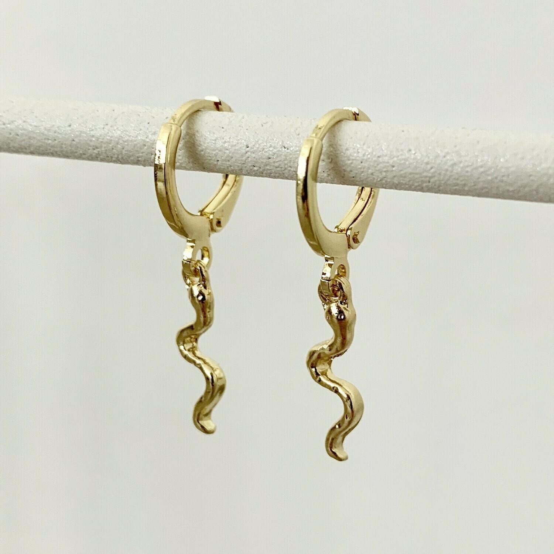 Tiny snake oorbellen goud