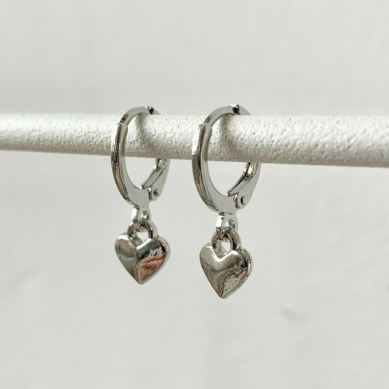 Tiny heart oorbellen zilver