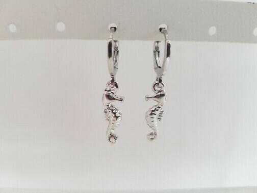 Mini seahorse oorbellen zilver