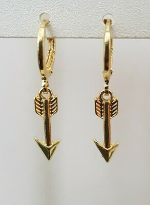 Mini arrow oorbellen goud